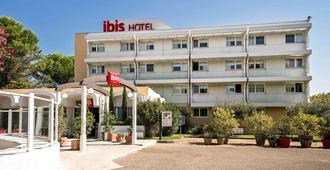 Ibis Nimes Ouest - นีเมอ