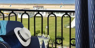 Hôtel Barrière Le Royal Deauville - Deauville - Outdoor view
