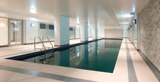 Atlantis Hotel Melbourne - Melbourne - Svømmebasseng