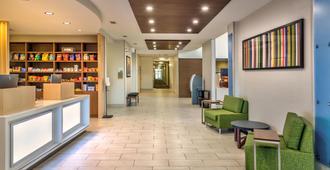 Holiday Inn Express & Suites Reno Airport - Reno