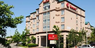 Ramada by Wyndham SeaTac Airport - SeaTac - Building