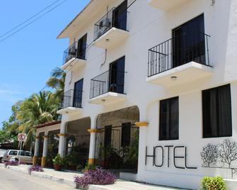 Hotel Arrecife Plus - Santa Maria Huatulco - Gebouw