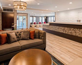Best Western PLUS Fairfield Hotel - Fairfield - Рецепція