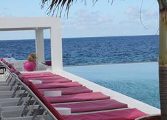 Saint Tropez Boutique Hotel - Willemstad - Piscina