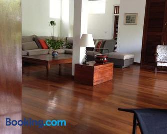 Hillcrest Villas - Glacis - Living room