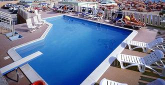 Hotel Astoria Pesaro - Pesaro - Pool