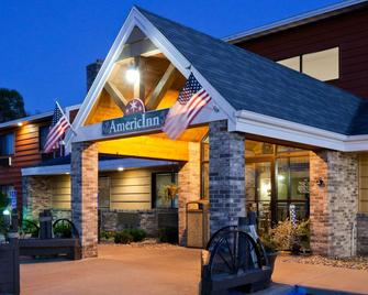 AmericInn by Wyndham Menominee - Menominee - Building