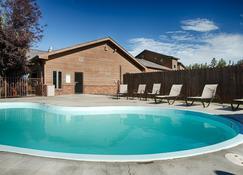 Black Hills Luxury Suites - Hill City - Pool