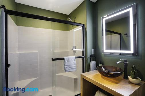 Red Sands Hotel - Torrey - Bathroom