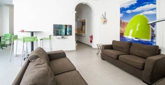 Hostel 94 - Sliema - Living room