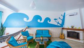 H2O Surfguide Hostel - Peniche - Olohuone