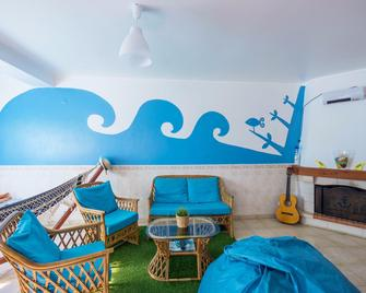 H2O Surfguide Hostel - Peniche - Sala de estar
