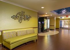 Holiday Inn Express & Suites Birmingham-Irondale (East) - Birmingham - Lobby