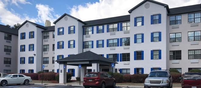 Intown Suites Extended Stay Atlanta/ Kennesaw Town Center - Marietta - Building