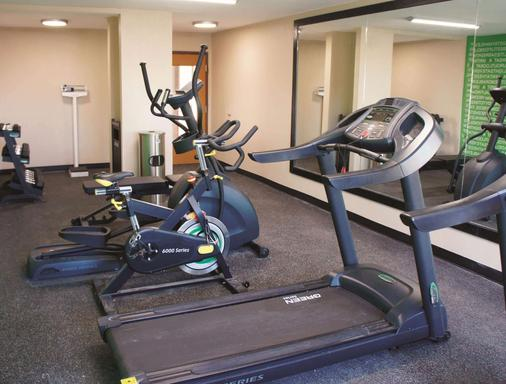 La Quinta Inn & Suites by Wyndham Emporia - Emporia - Gym