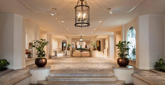 Moana Surfrider, A Westin Resort & Spa, Waikiki Beach - Honolulu - Lobby
