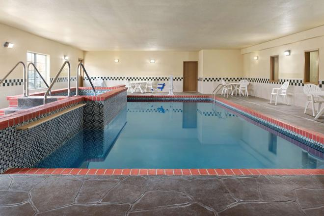 Country Inn & Suites by Radisson, Topeka West, KS - Topeka - Pool