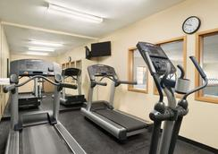 Country Inn & Suites by Radisson, Topeka West, KS - Topeka - Gym