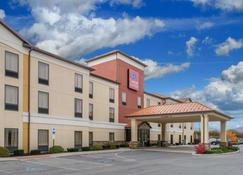 Comfort Suites - Altoona - Building