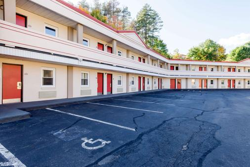 Econo Lodge West Springfield Hwy 5 - West Springfield - Building