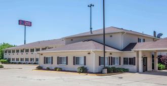 Comfort Suites Peoria I-74 - Peoria - Rakennus