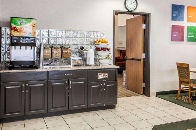 Comfort Suites Peoria I-74 - Peoria - Buffet