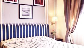 Airport Hotel - Florence - Bedroom