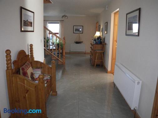 Corrib View Lodge - Cong - Front desk