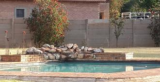 Terrylin Backpackers - Adults Only - Kempton Park