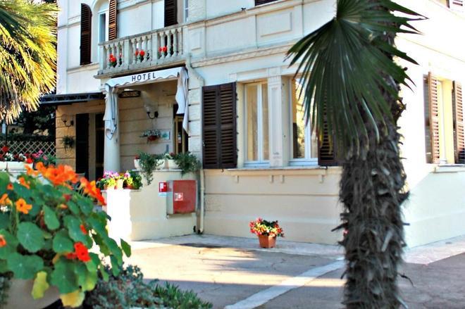 品娜別墅飯店 - 塞尼卡利亞 - 室外景