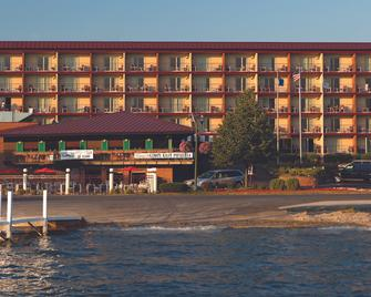 Harbor Shores on Lake Geneva - Lake Geneva - Building
