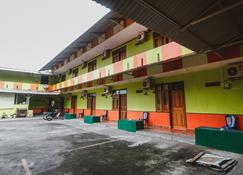 RedDoorz @ Malalayang Manado - Manado - Edificio