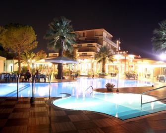 Hotel Acquario - Vasto - Pool