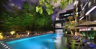Park Regis Singapore - Singapore - Piscina