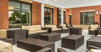 Comfort Suites Florence-Cincinnati South - Florence - Patio