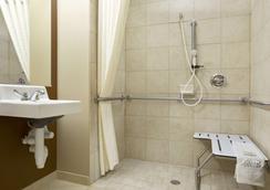 Microtel Inn & Suites Odessa - Odessa - Μπάνιο