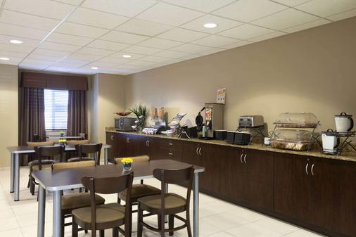 Microtel Inn & Suites Odessa - Odessa - Buffet