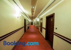 Xclusive Maples Hotel Apartment - Dubai - Hallway