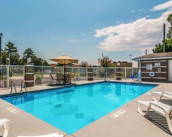 Quality Inn - Sandersville - Pool