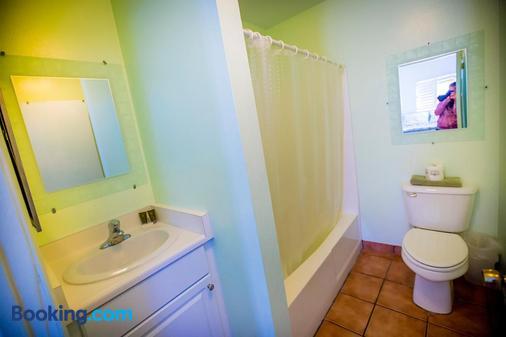 Leucadia Beach Inn - Oceanside - Bathroom