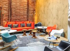 Ibis Jena City Hotel - Jena - Living room