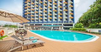 Oakwood Hotel & Residence Kuala Lumpur - Kuala Lumpur - Piscina