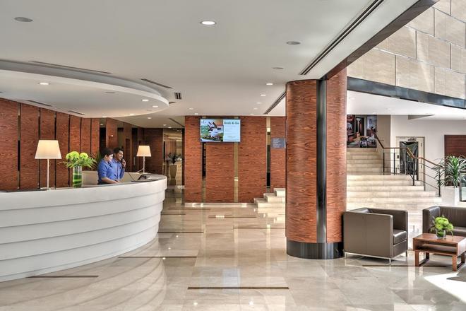 Oakwood Hotel & Residence Kuala Lumpur - Kuala Lumpur - Front desk