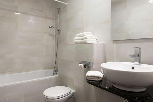 Inter-Hotel City - Beauvais - Bathroom