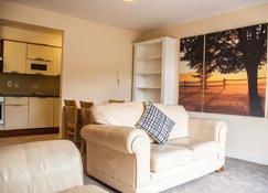 Ridge Hall A2B - Dublin - Living room