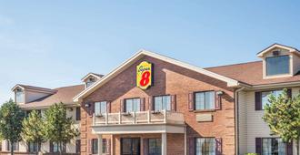 Super 8 by Wyndham Madison/Hanover Area - Madison - Edificio
