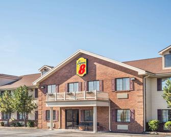 Super 8 by Wyndham Madison/Hanover Area - Madison - Building