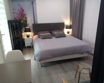 Chambre d'Hôtes Les Macarons de Tata - Carbon-Blanc - Bedroom