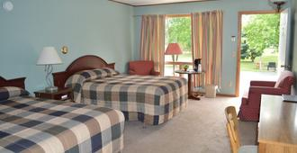 Summer Breeze Resort - Wisconsin Dells - Bedroom