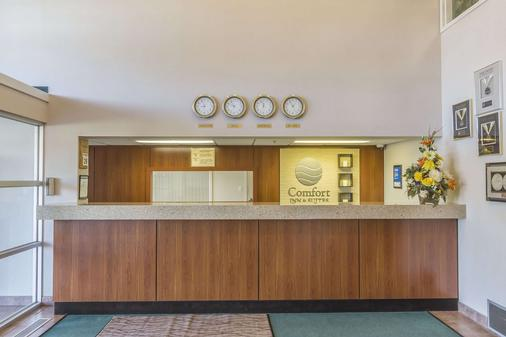 Comfort Inn & Suites - Moose Jaw - Front desk